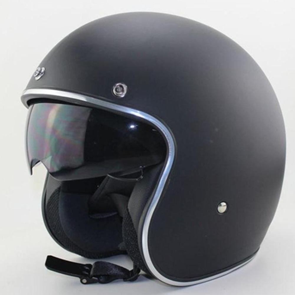porter un casque de moto vintage pour rouler scooter. Black Bedroom Furniture Sets. Home Design Ideas